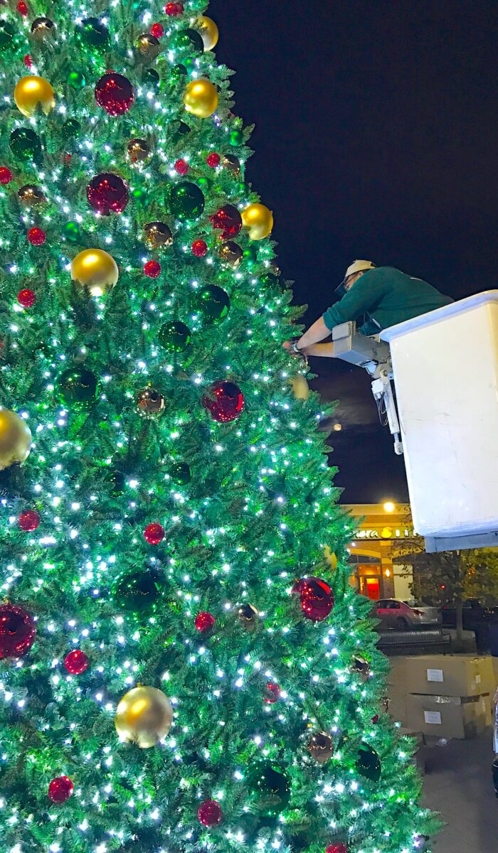 30ft-tower-tree-install-ornaments