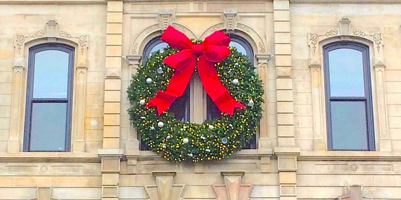 12ft-wreath-bb-holdiay-decorating